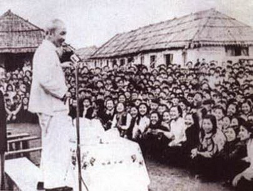 Bác Hồ về thăm và nói chuyện với giáo viên, học sinh các trường học sinh miền Nam tại Hải Phòng
